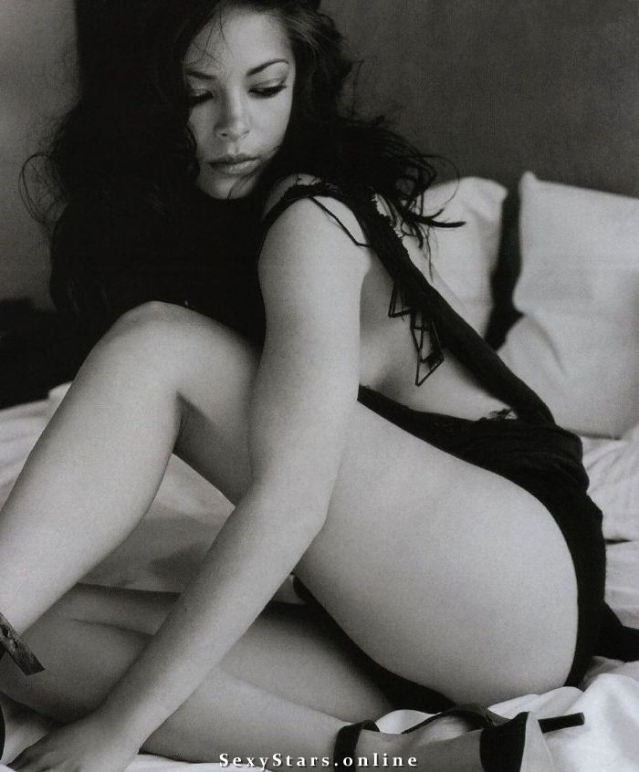 Kristin Kreuk nude. Photo - 5