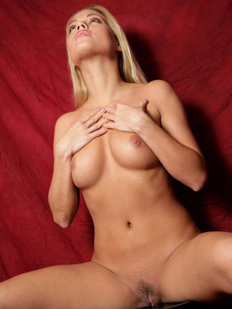 Адриана Малкова голая. Фото - 28