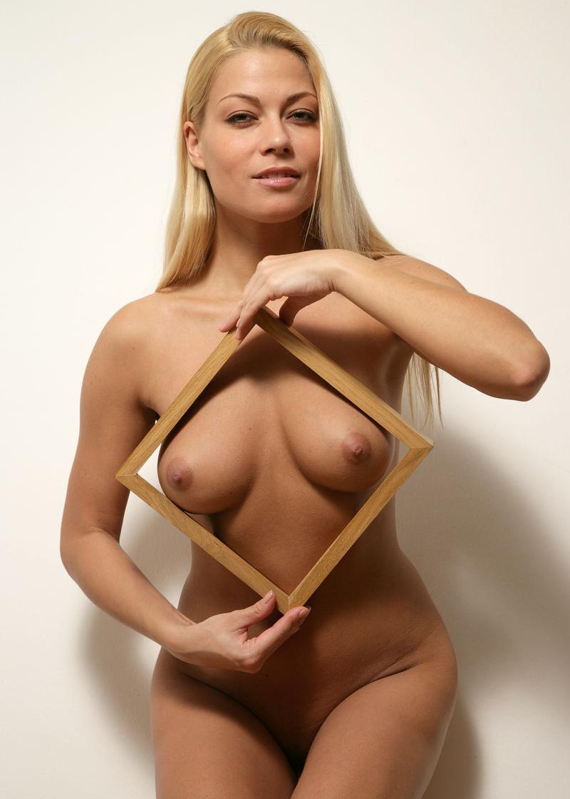 Адриана Малкова голая. Фото - 3