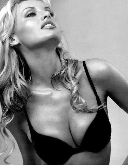 Адриана Скленарикова голая. Фото - 18