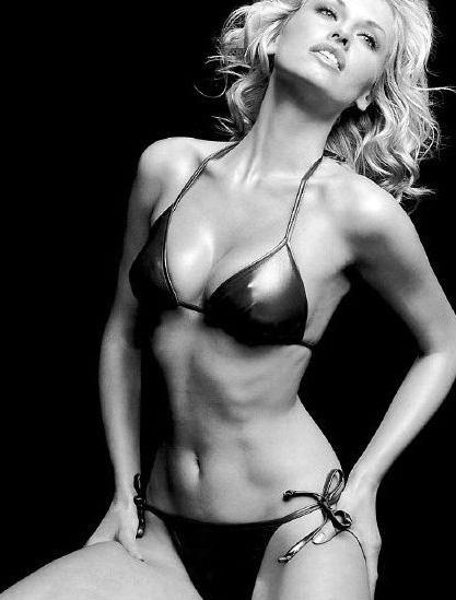 Адриана Скленарикова голая. Фото - 19