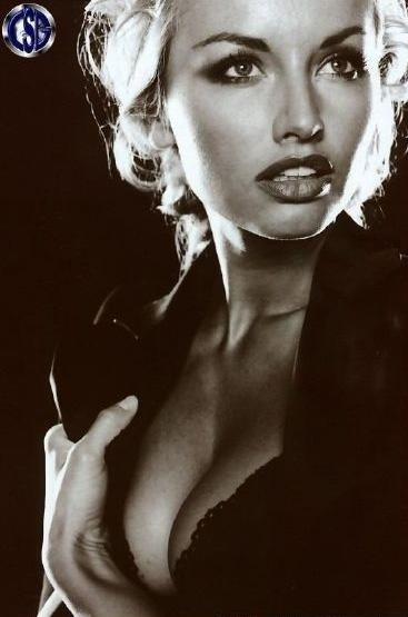 Адриана Скленарикова голая. Фото - 25