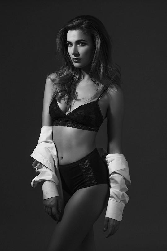 Андреа Бездекова голая. Фото - 4