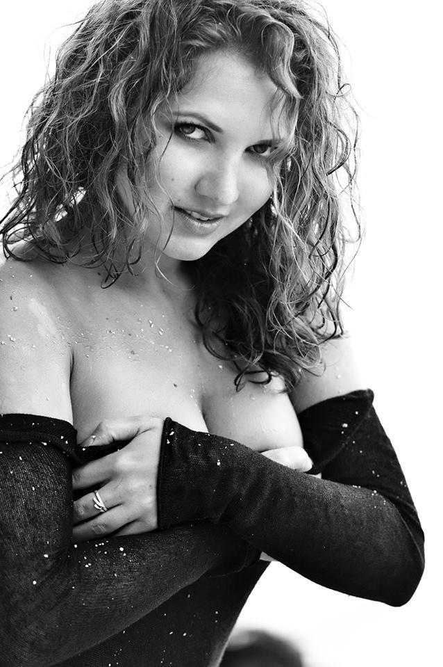 Андреа Коштялова голая. Фото - 6