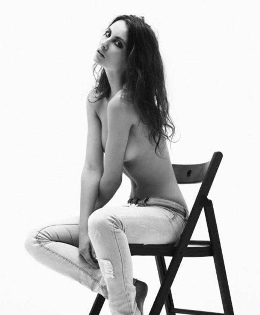 Эстер Саторова голая. Фото - 39