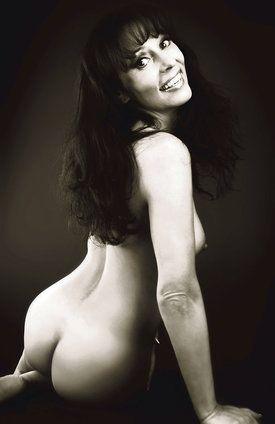 Хайди Янку голая. Фото - 8