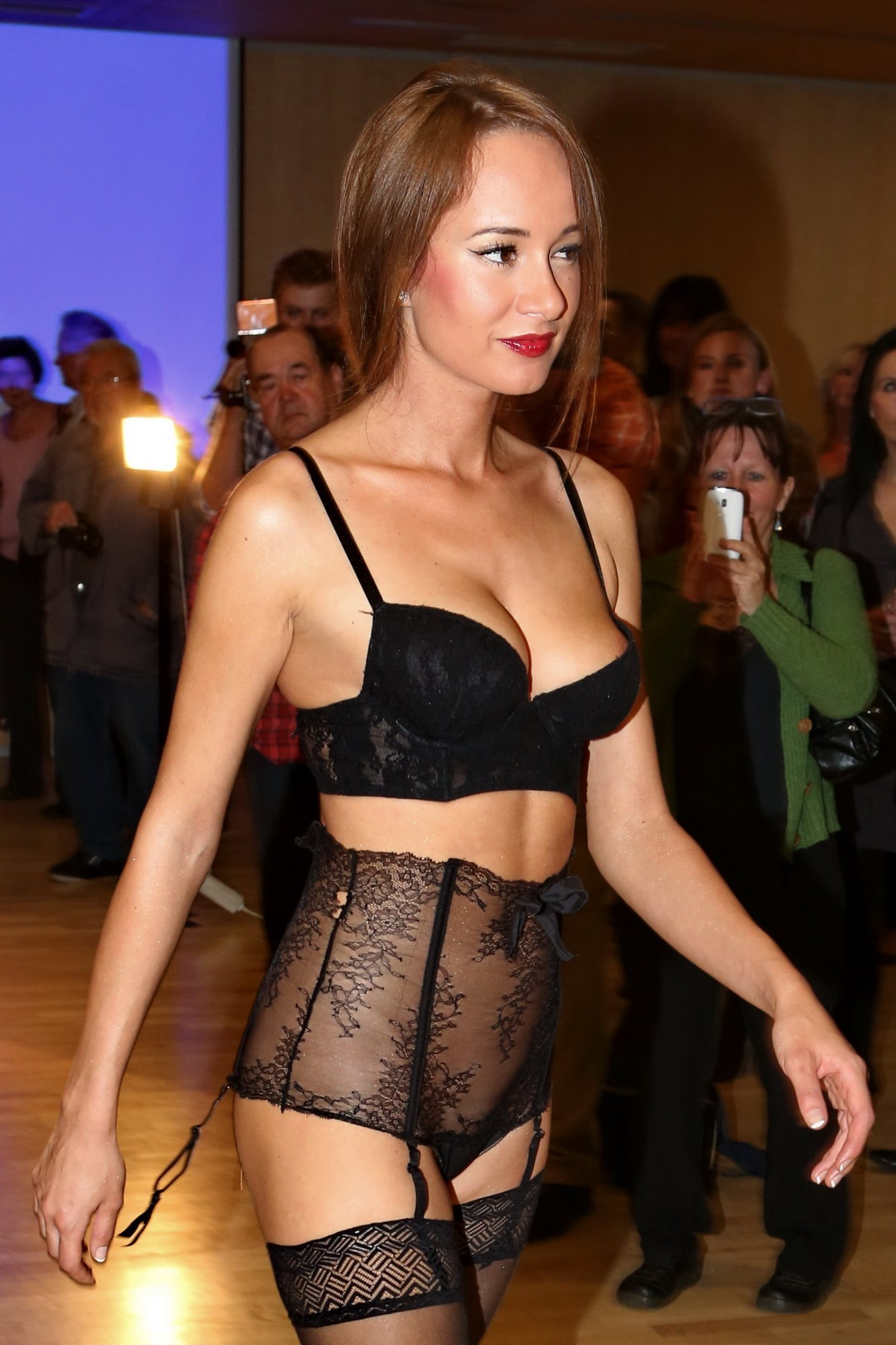 Каролина Крезлова голая. Фото - 1