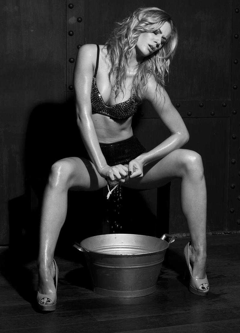 Николь Моравкова голая. Фото - 12