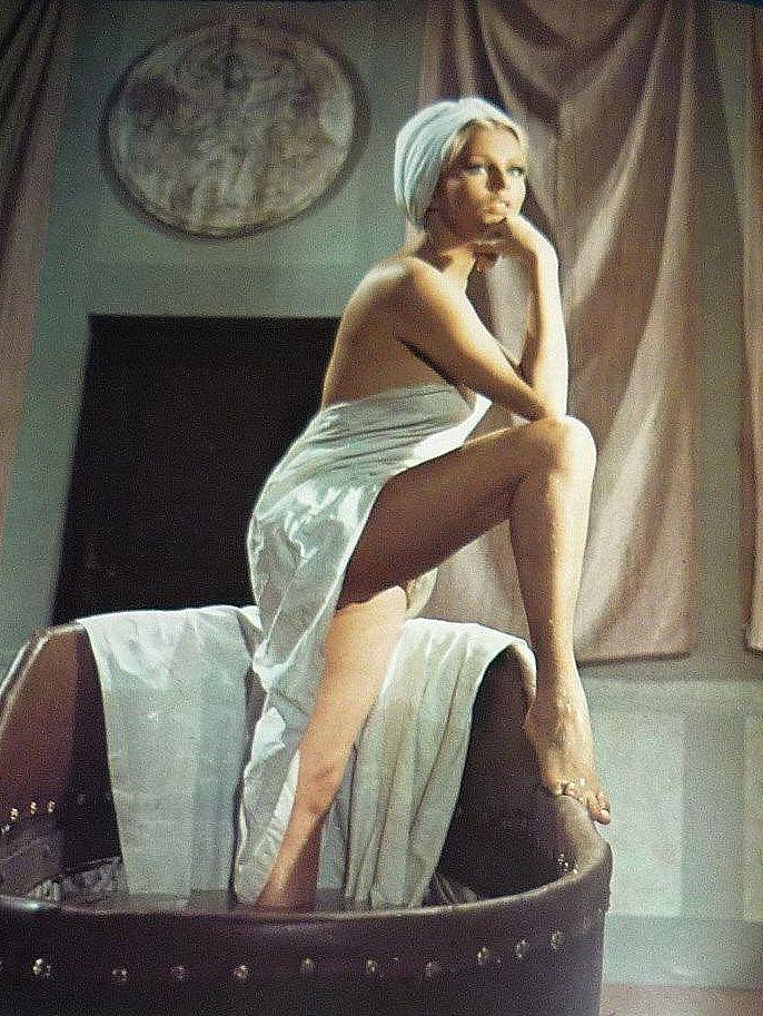 Ольга Шоберова голая. Фото - 24