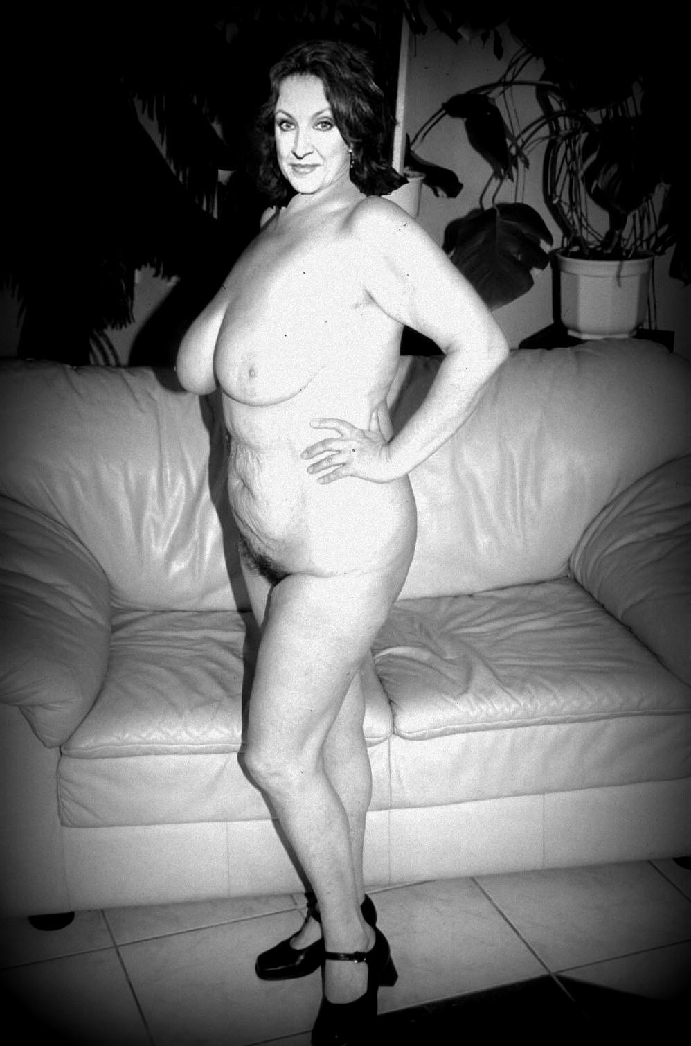 Злата Адамовска голая. Фото - 9