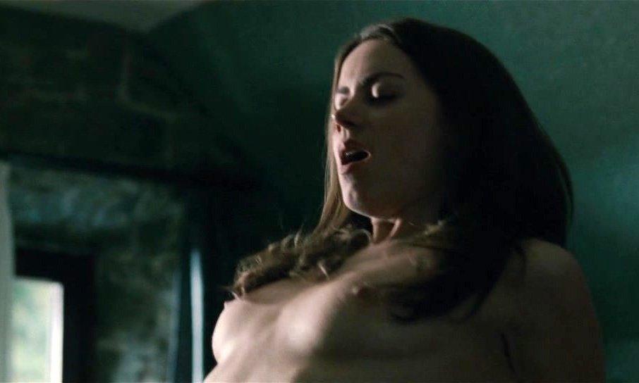 Алиса Двиер голая. Фото - 2