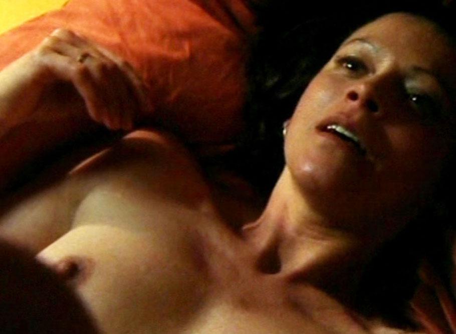 Naked Angela Roy In Die Cleveren