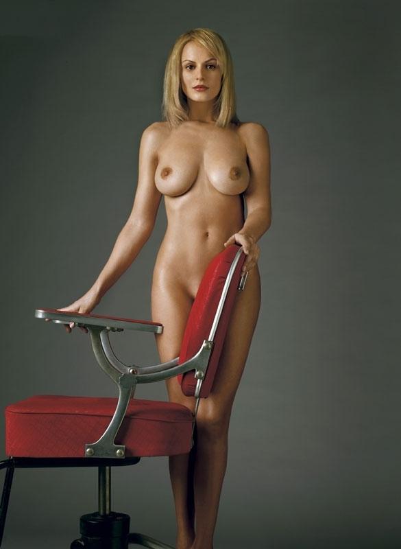 Аня Неджарри голая. Фото - 4