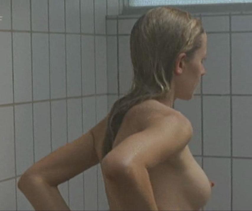 Анника Блендль голая. Фото - 10