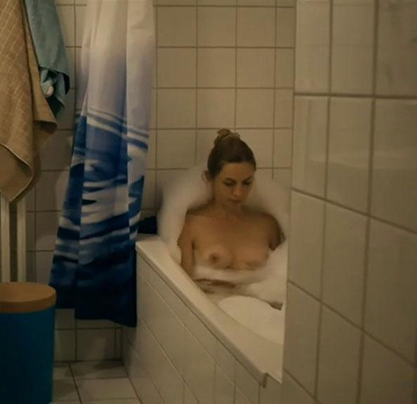 Анника Блендль голая. Фото - 17