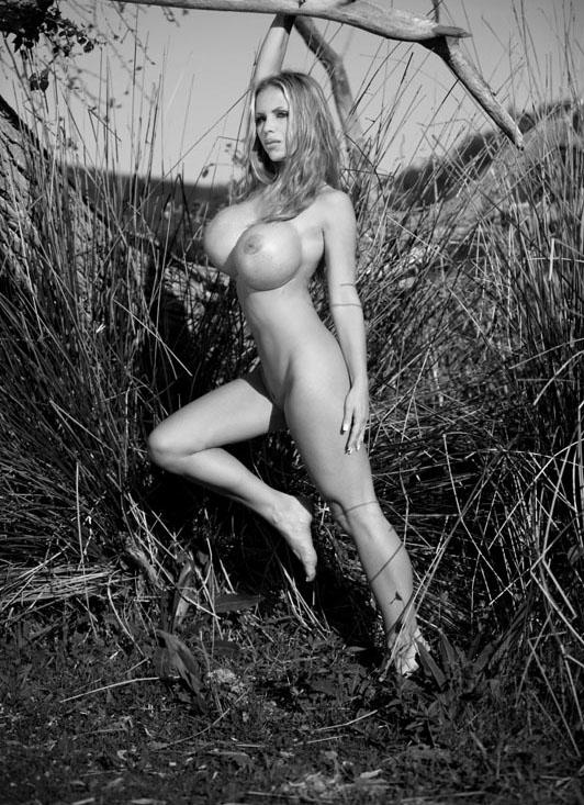 Аннина Укатис голая. Фото - 2