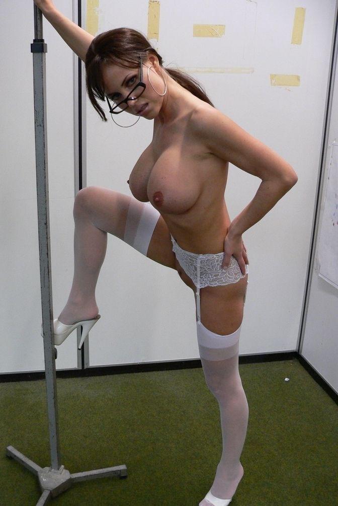 Аннина Укатис голая. Фото - 35