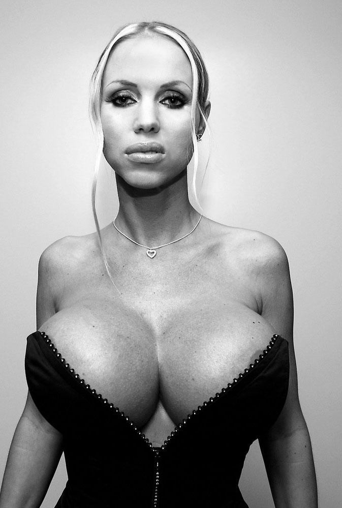 Аннина Укатис голая. Фото - 6