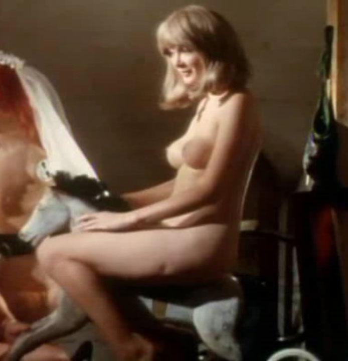 Клаудия Филерз голая. Фото - 2