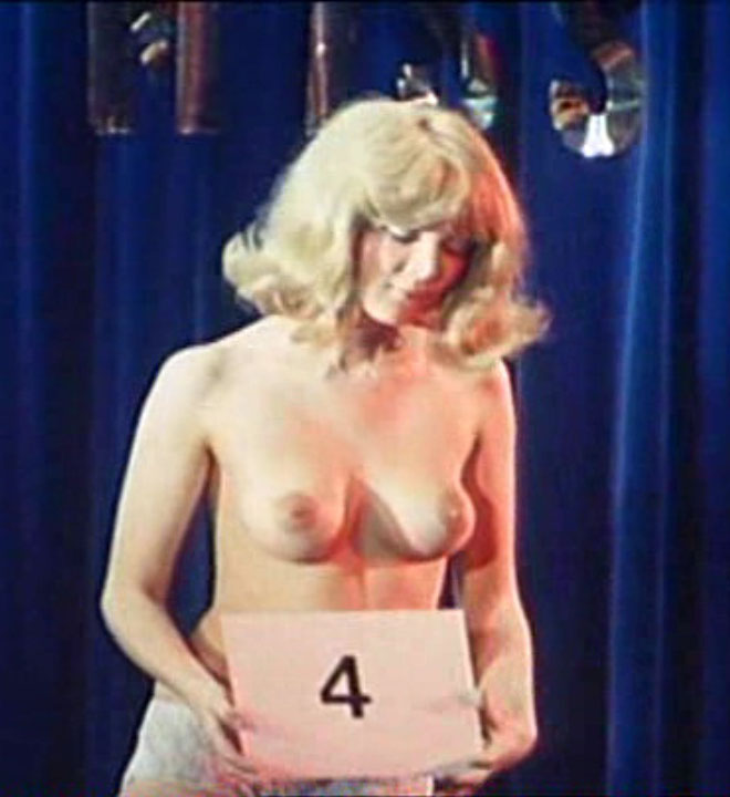 Клаудия Филерз голая. Фото - 24
