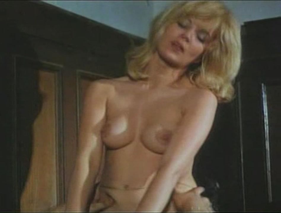 Клаудия Филерз голая. Фото - 6