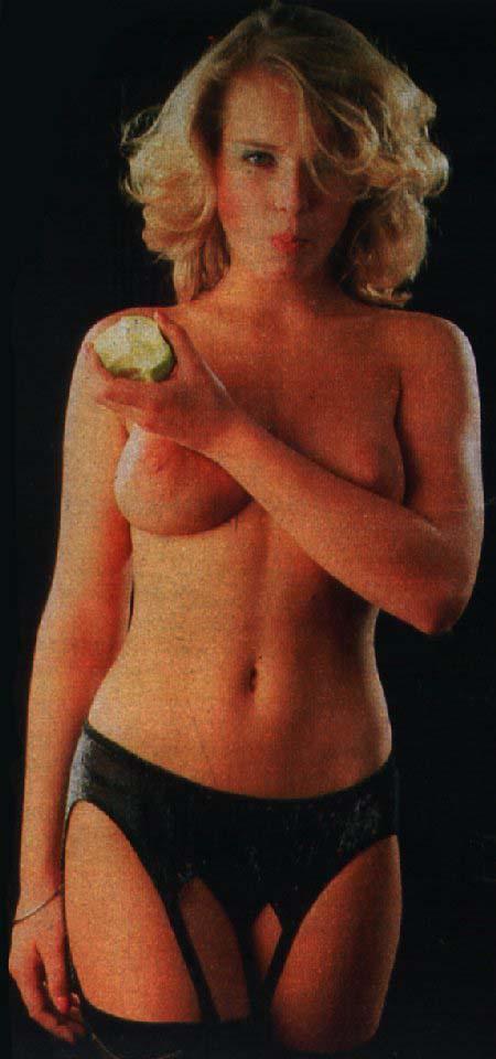 Коринна Древс голая. Фото - 18