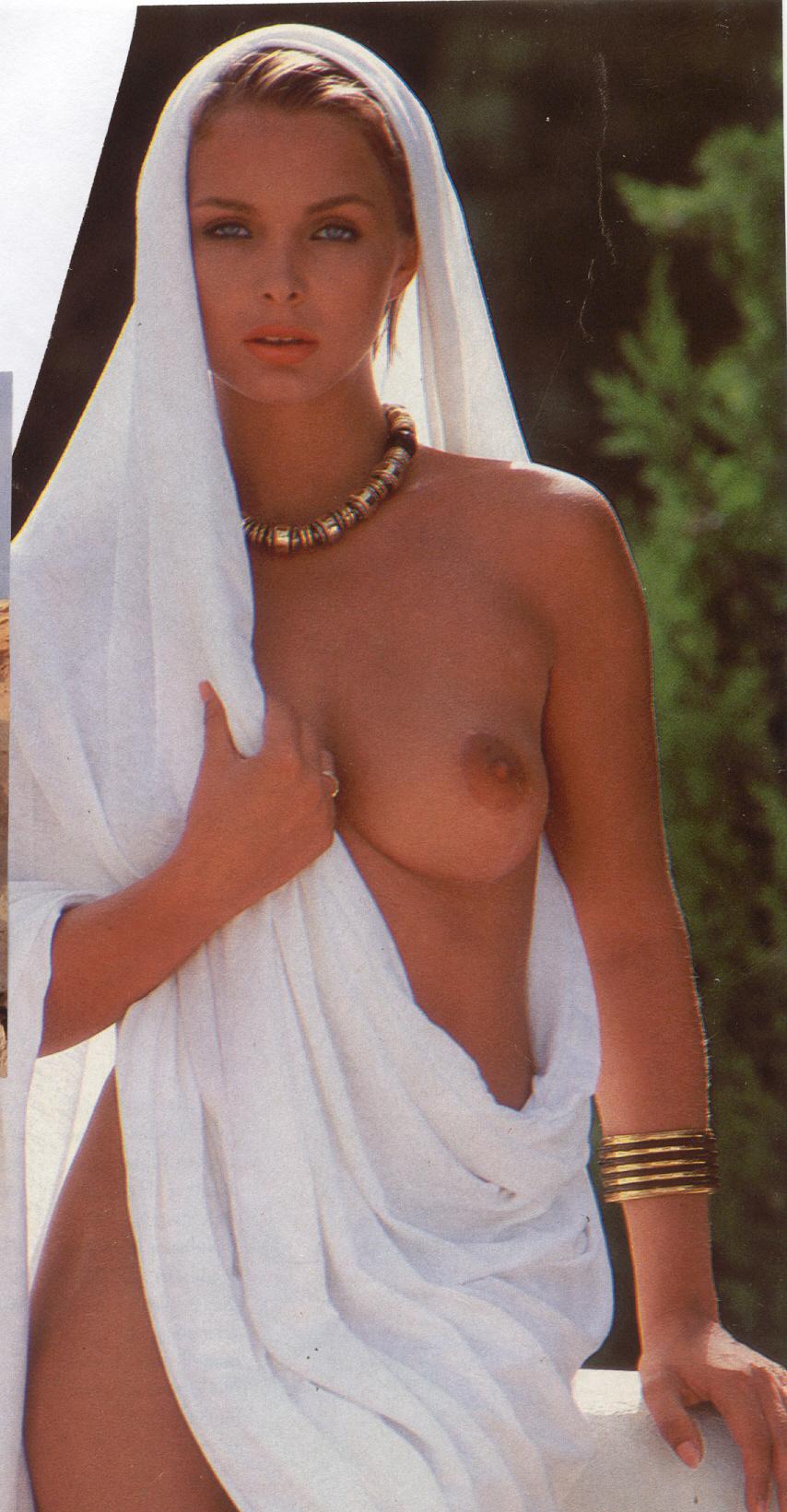 Коринна Древс голая. Фото - 31