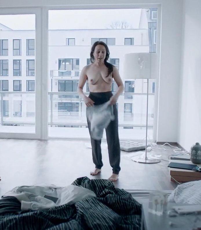 Ева Лёбау голая. Фото - 12