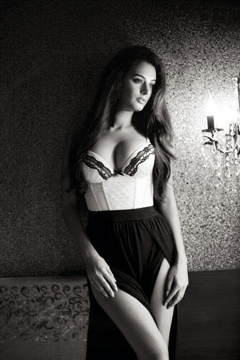 Эвелин Шарма голая. Фото - 17