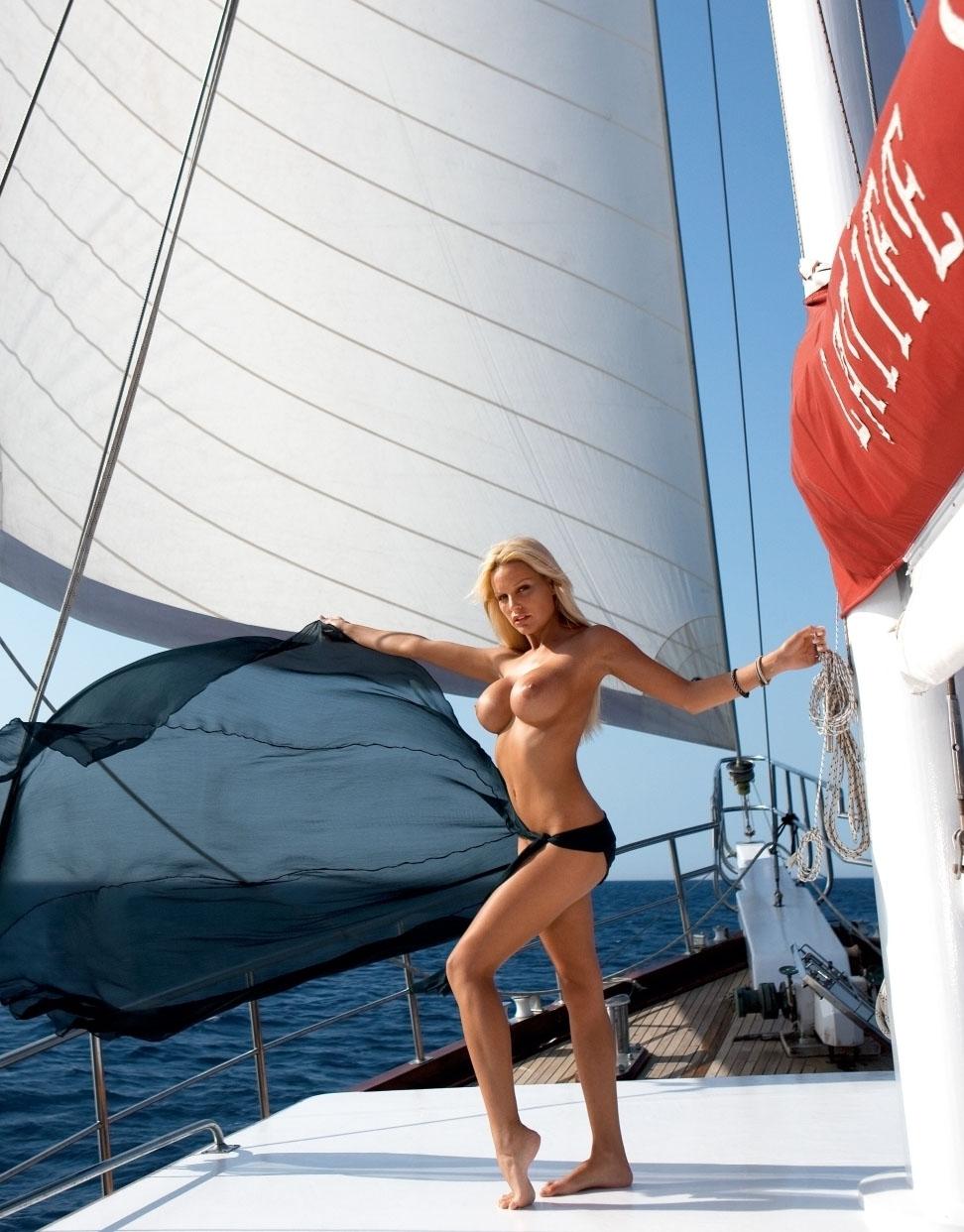 Джина-Лиза Лофинк голая. Фото - 47