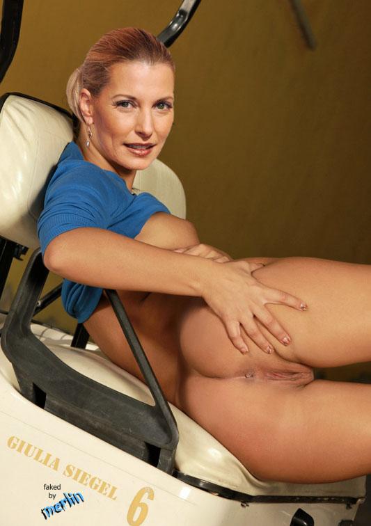 Джулия Зигель голая. Фото - 19