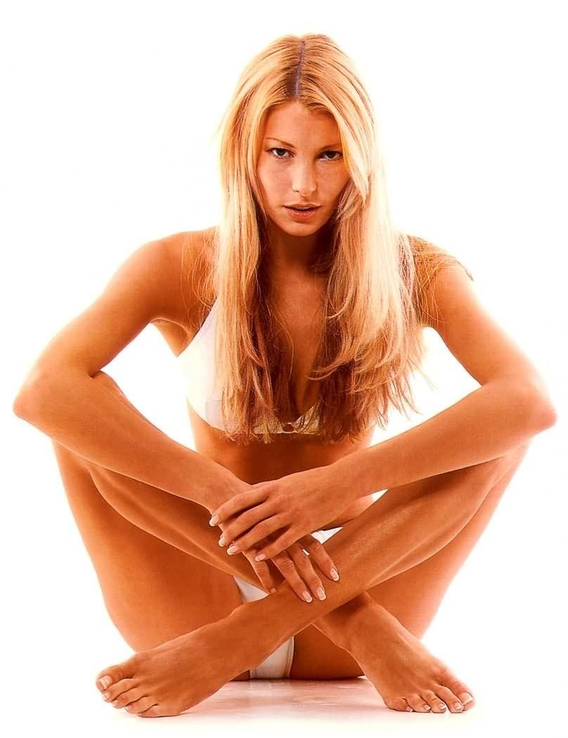 Джулия Зигель голая. Фото - 7