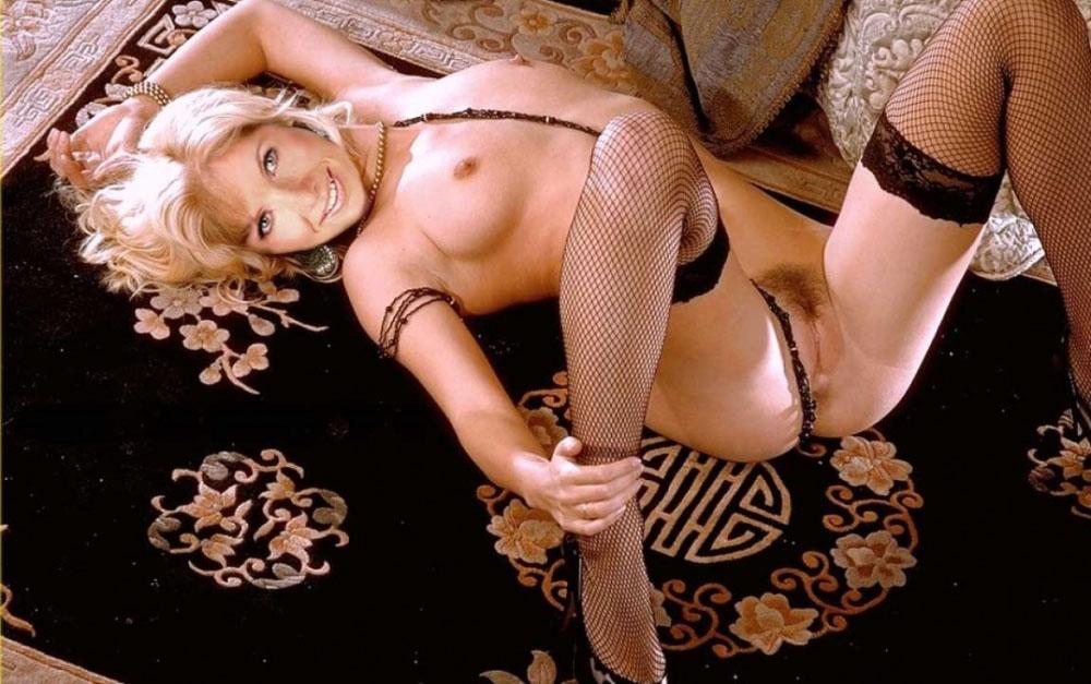 Илка Эсмюллер голая. Фото - 102