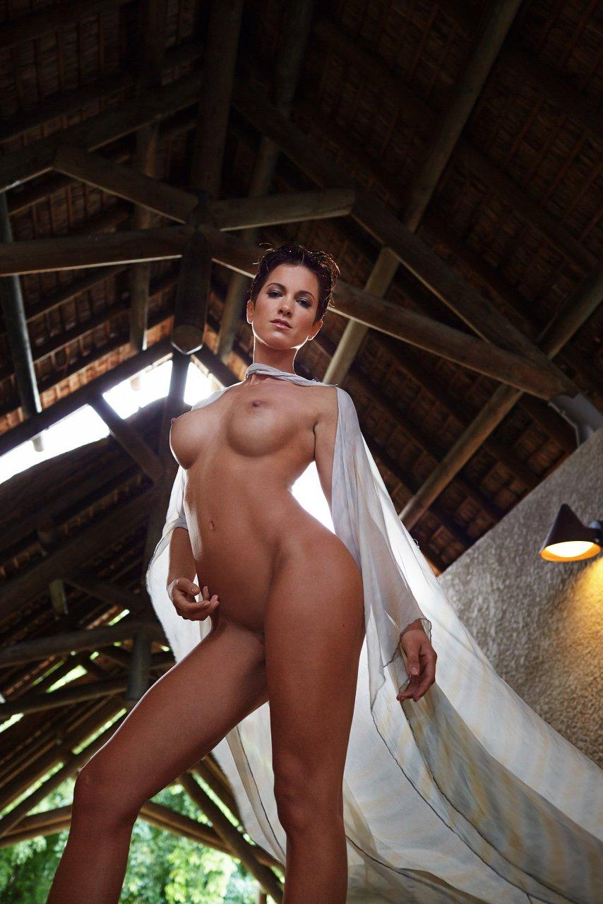 Изабель Хорн голая. Фото - 11
