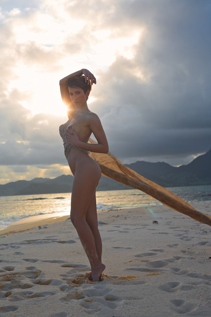 Изабель Хорн голая. Фото - 18