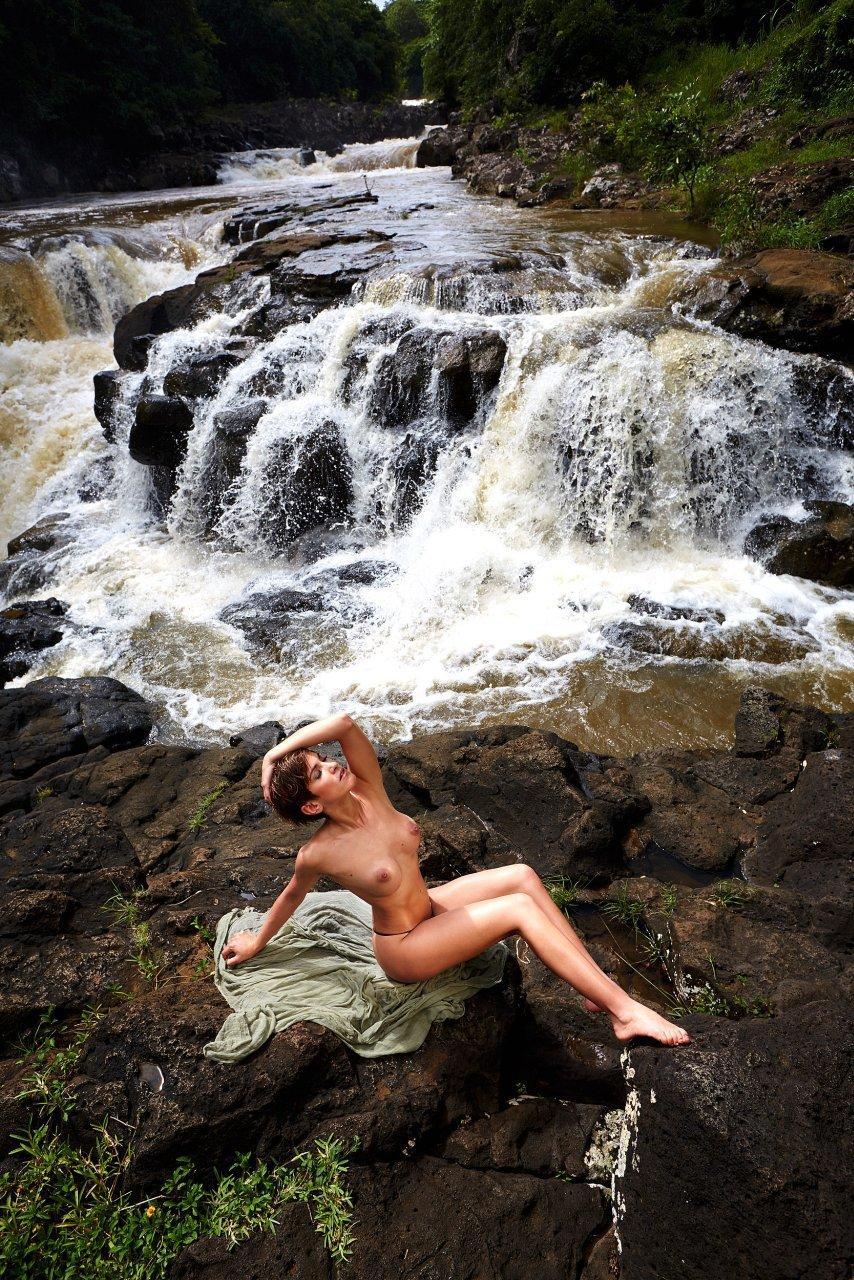 Изабель Хорн голая. Фото - 9