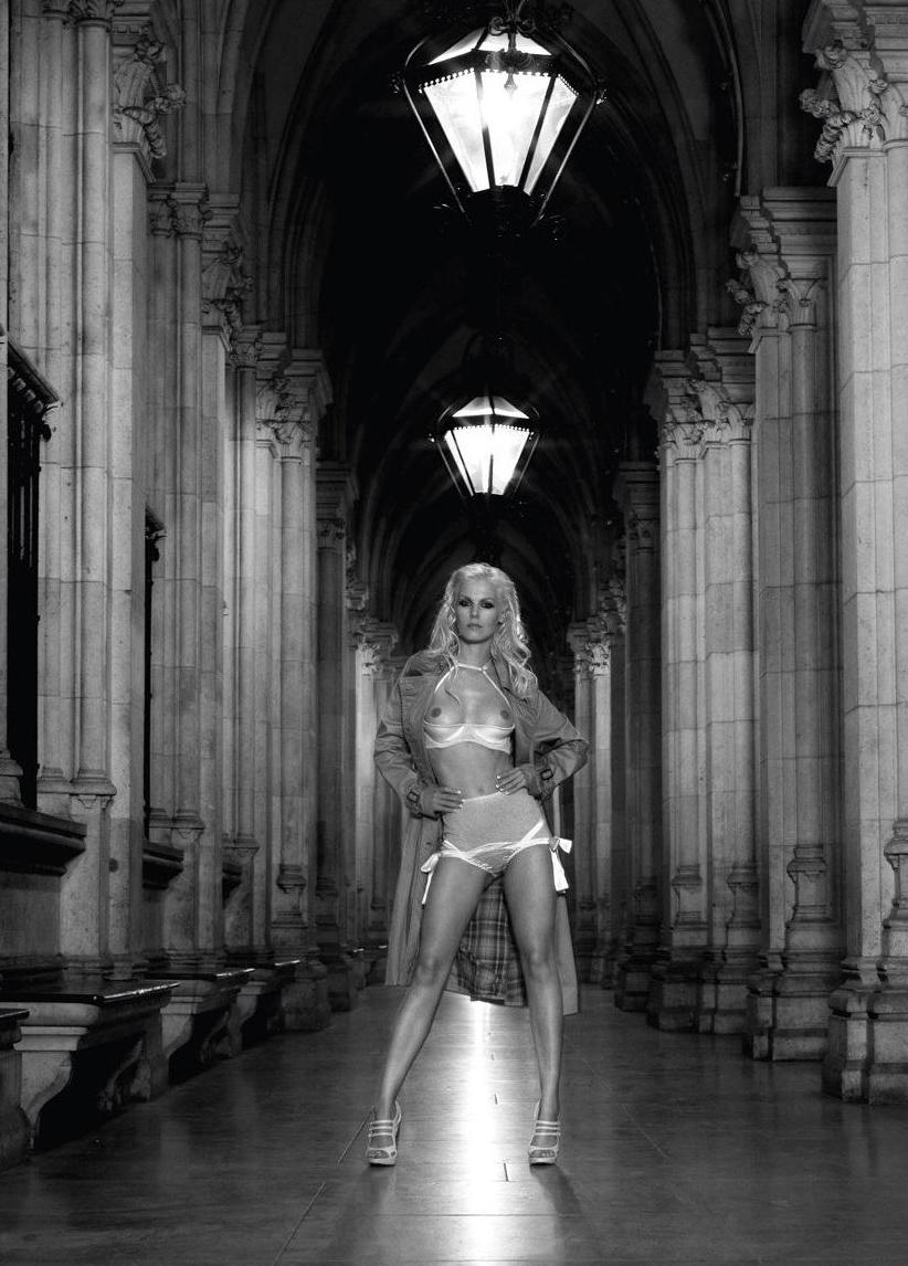 Ивонна Шонхер голая. Фото - 11