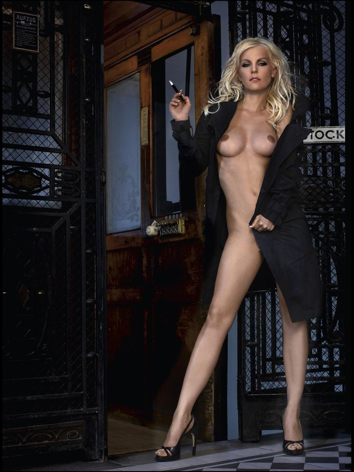 Ивонна Шонхер голая. Фото - 14