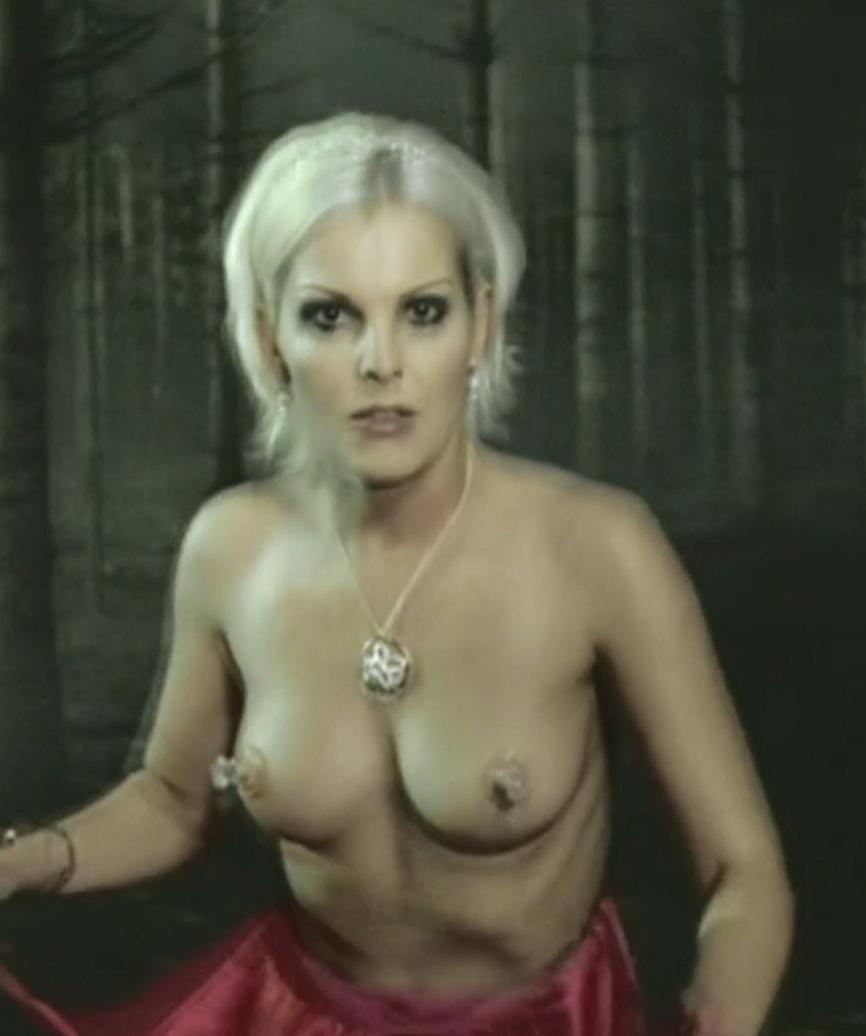 Ивонна Шонхер голая. Фото - 30