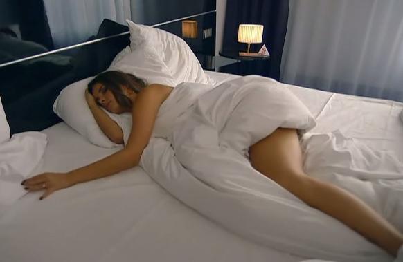 Янина Узе голая. Фото - 1