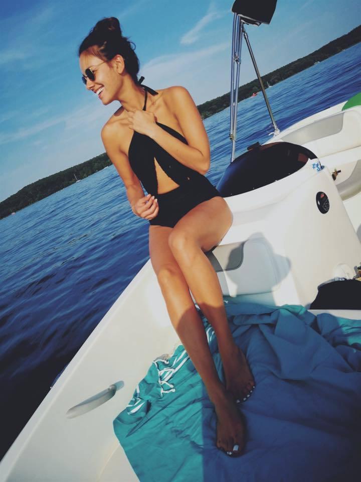 Янина Узе голая. Фото - 4