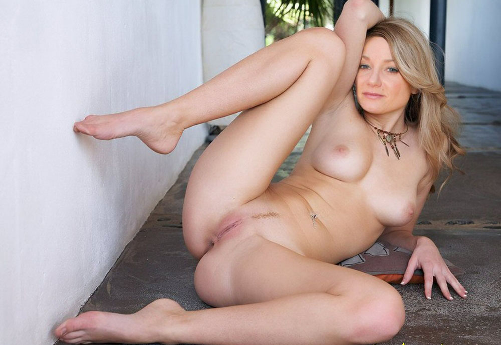 Janine Kunze nude. Photo - 11