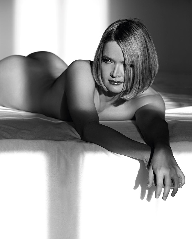 Юлия Бидерман голая. Фото - 2