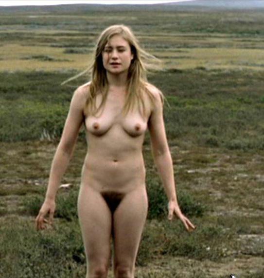 Юлия Йенч голая. Фото - 5