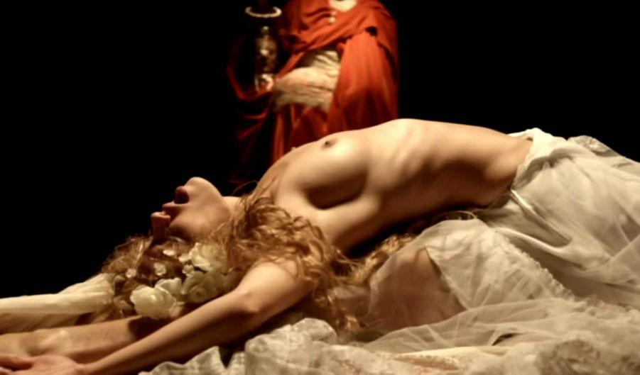 Ютта-Мерле Бёрнсен голая. Фото - 10