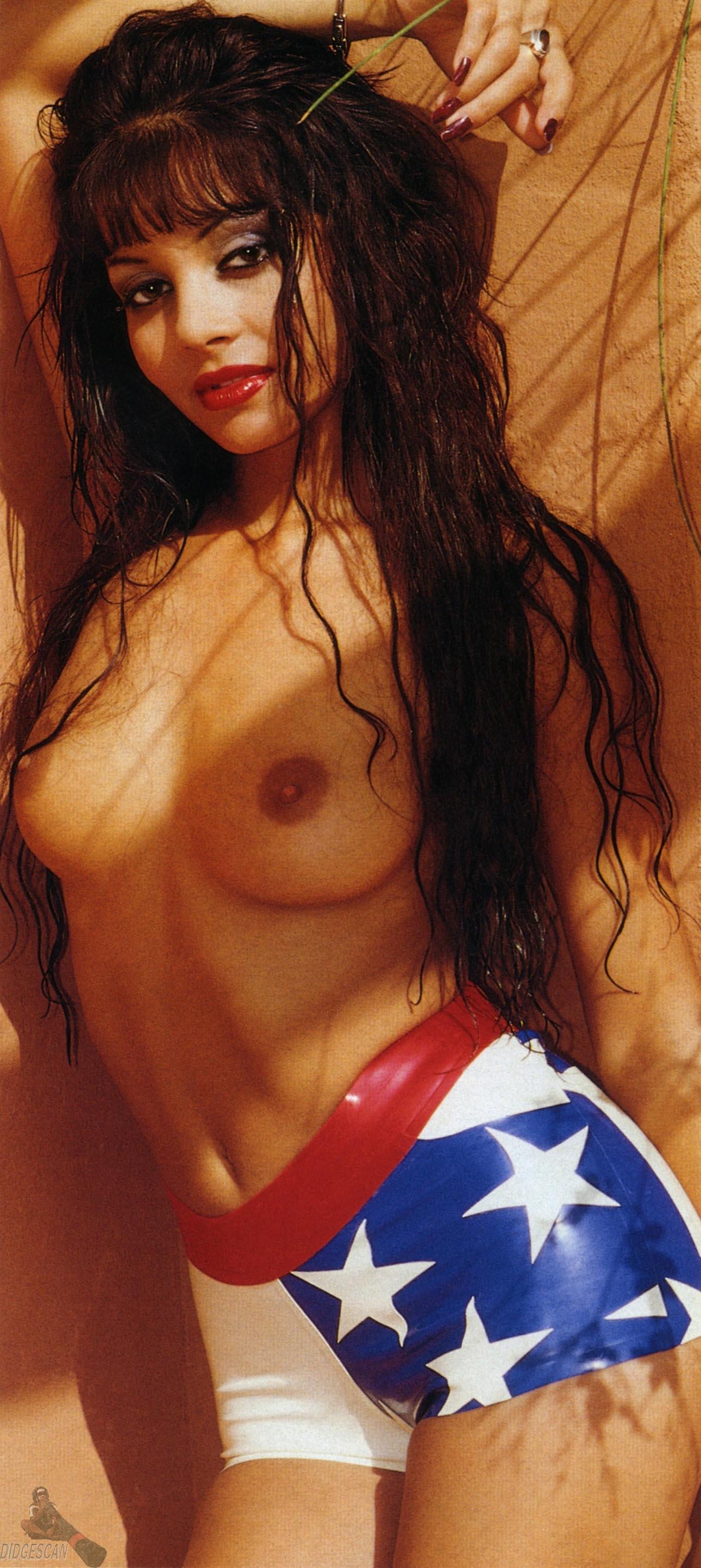 Кадер Лот голая. Фото - 9