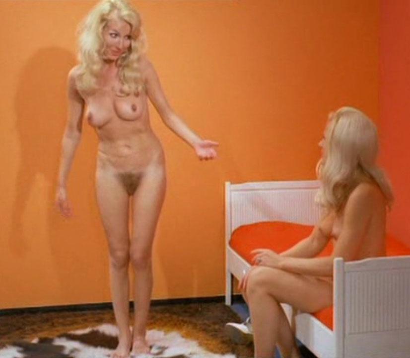 Карин Хофманн голая. Фото - 36