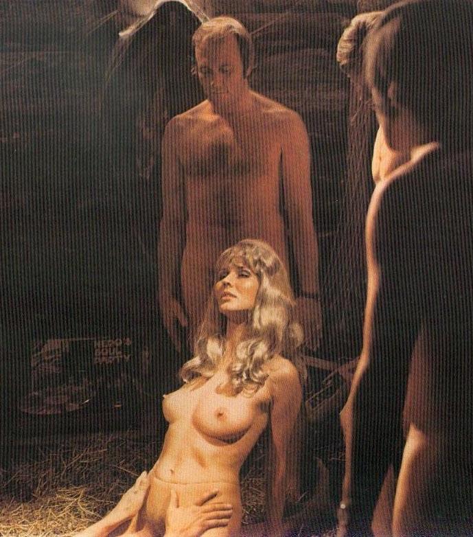 Карин Хофманн голая. Фото - 5