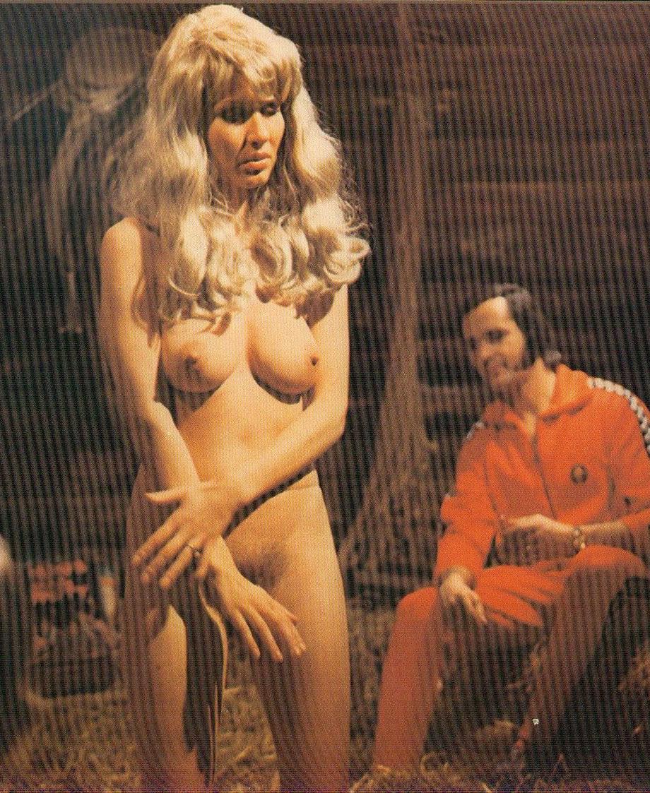 Карин Хофманн голая. Фото - 71