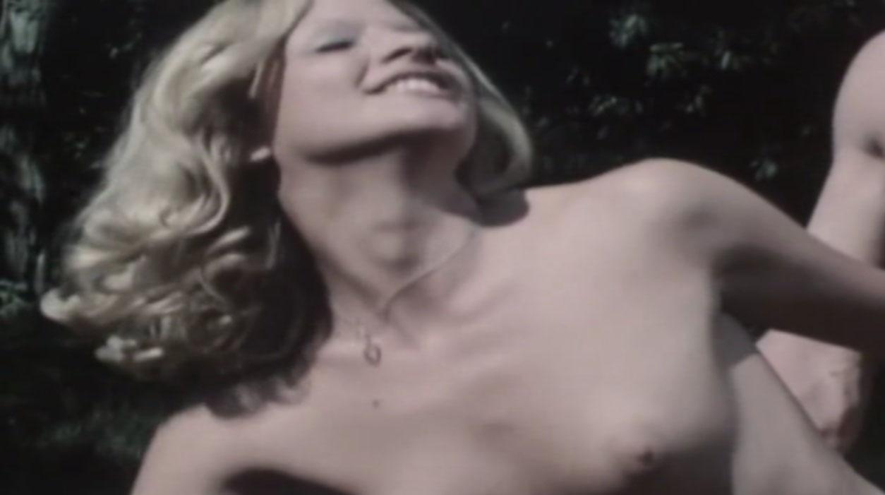 Мишель д'Агро голая. Фото - 3